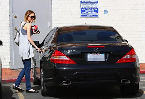 celebrity cars pictures Lindsay Lohan Mercedes-Benz SL550