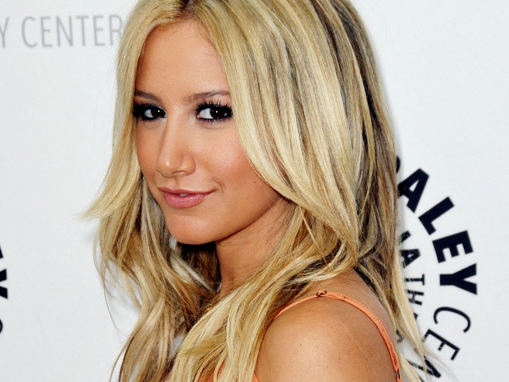 Ashley Tisdale's Back in the Game With a New Range Rover | Celebrity Cars Blog