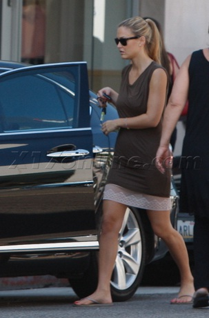 Bar Rafaeli Borrows Leo's Lexus LS