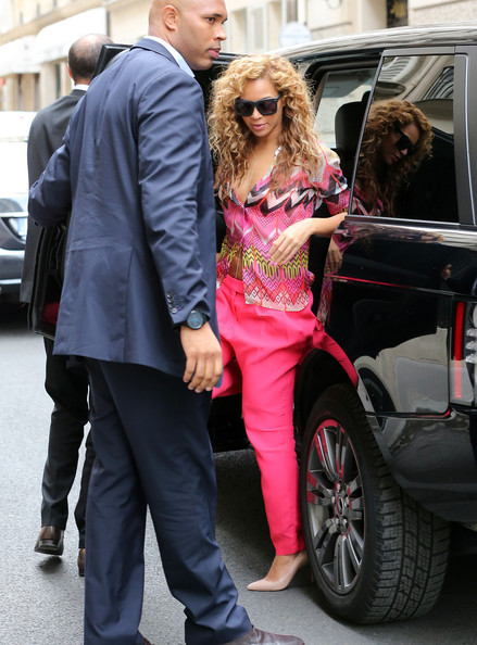 Jay-Z And Beyonce Roll Through Paris In A Range Rover ...