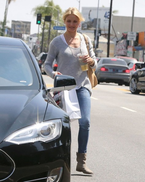 Cameron Diaz Runs Around In Her Tesla Celebrity Cars Blog