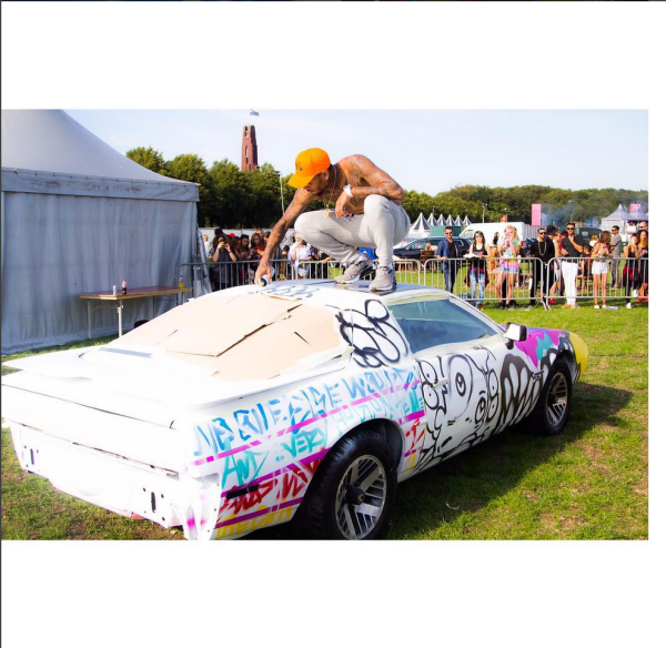 What Car Is Chris Brown Painting????