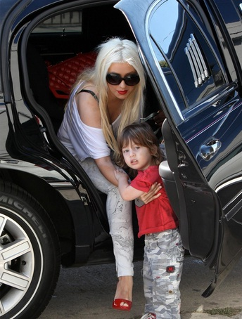 Christina Aguilera & Max Getting off their Lincoln Town Car