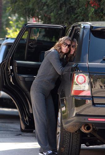 Ellen Pompeo and Her Range Rover Sport