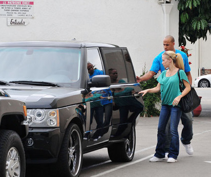 Kendra & Hank Sportin the Range Rover HSE
