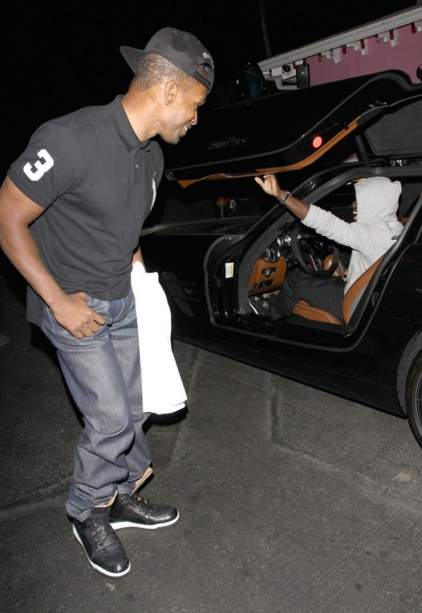 kevin hart gets flashy shows off his new mercedes sls. Black Bedroom Furniture Sets. Home Design Ideas