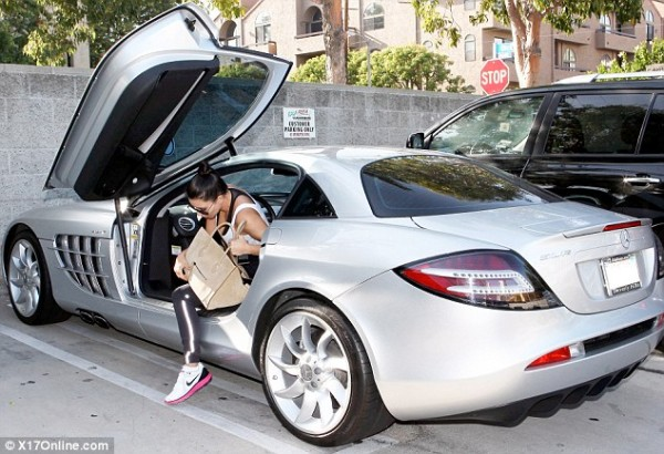Kim kardashian gets around in kanye west 39 s slr mclaren for Mercedes benz kardashian