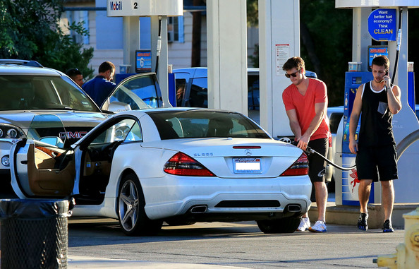 Liam Hemsworth Mercedes SL