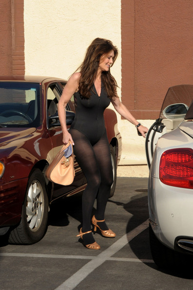 Range Rover Convertible >> This Is Just Wrong – Lisa Vanderpump In Her Bentley ...