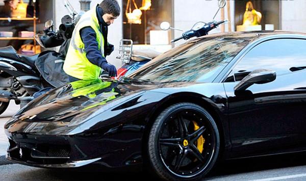 Mesut Ozil Ferrari 458