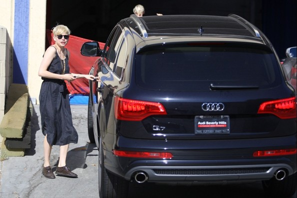 photo of Michelle Williams Audi Q7 - car