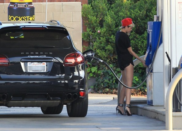 Miley Cyrus Porsche Cayenne GTS