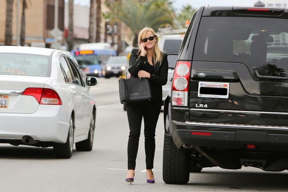 Reese Witherspoon Land Rover LR4