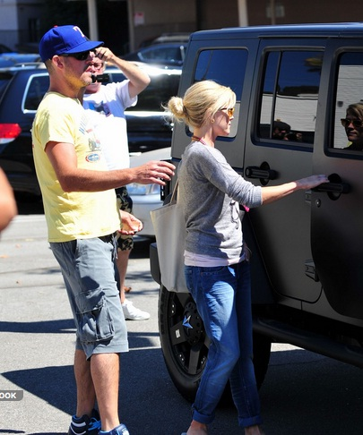 Reese Witherspoon and Beau with their Jeep Wrangler
