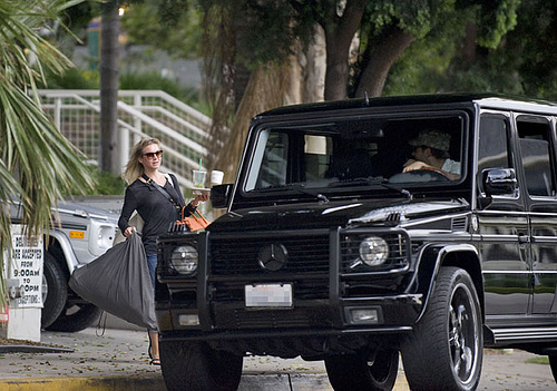 Renee Zellweger and her Mercedes G Wagon