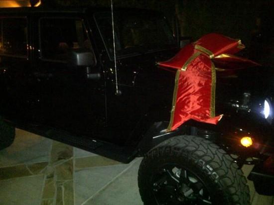 Rihanna Jeep