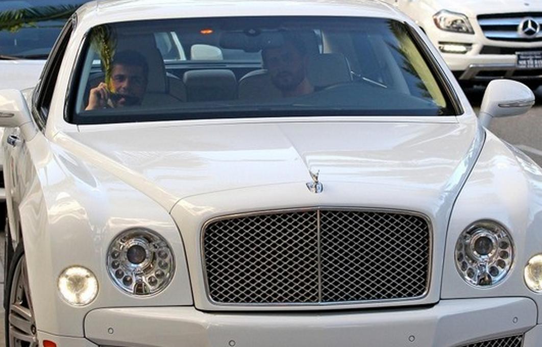Bentleys For Sale >> Scott Disick Runs Around In a New Bentley | Celebrity Cars