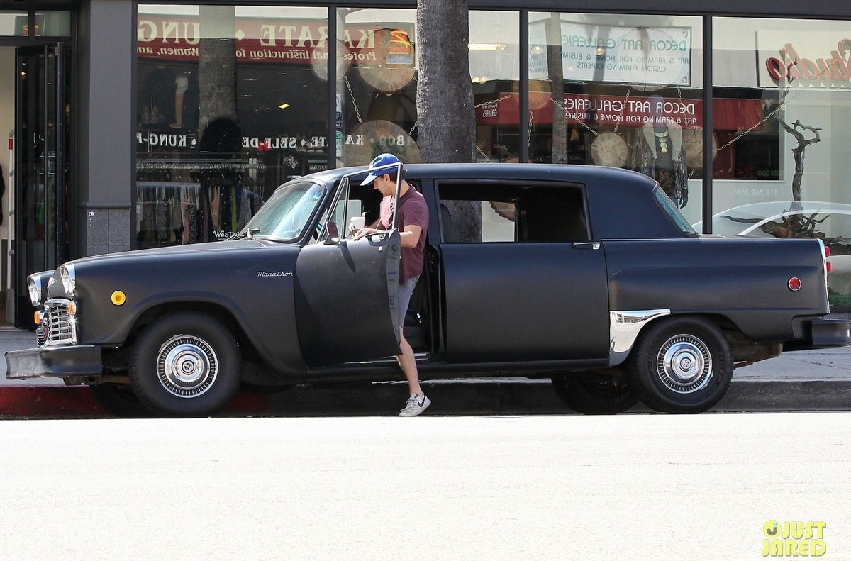 Shia Labeouf Channels His Inner Taxi Driver Celebrity Cars Blog