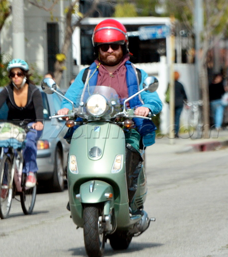 Zach-Galifianakis-Vespa