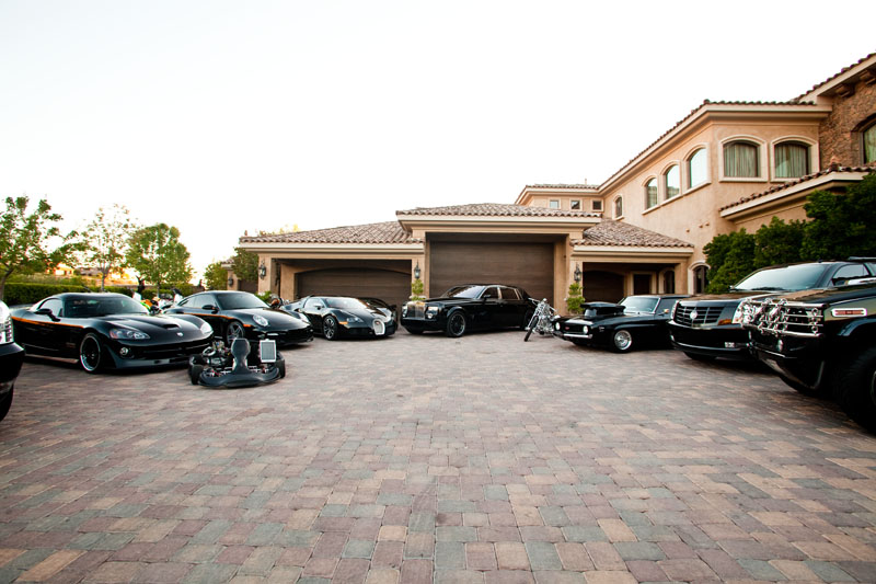 criss angels driveway is filled with black cars