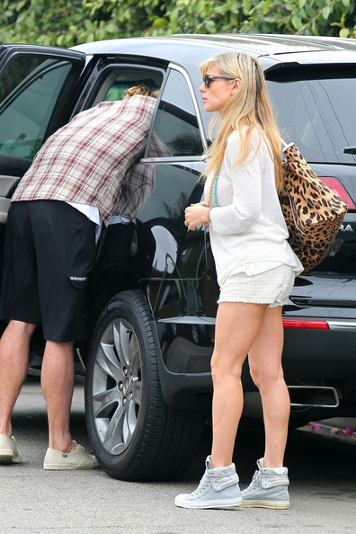 elsa pataky and chris hemsworth keep it real in their